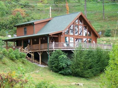 Maggie Valley/ Waynesville cabin with hot tub on deck and endless mountain views