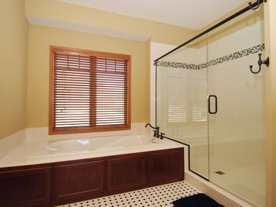 Two Harbors house rental - Master Bath tub and shower