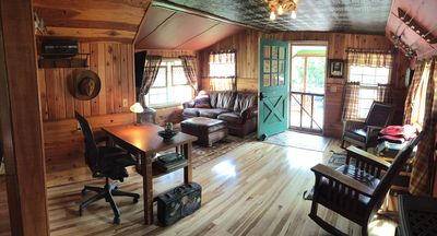 Clean cabin downtown, fresh renovation of 1919 classic