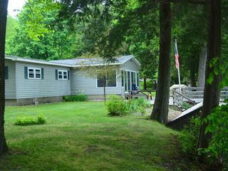 River country lodge on the muskegon river next to pine st for Muskegon cabin rentals