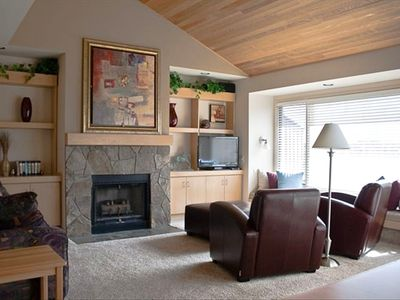 Beautiful 2 Bedroom Riverview Condo - Great Rates