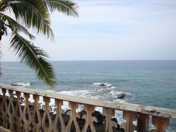 Enjoying your morning coffee on the oceanfront lanai!!