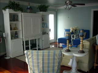Cape Charles estate photo - Great room sitting area with 42-inch flat screen (Sat. and DVD).