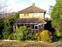 GREEN CORNER, family friendly in Fishbourne, Isle Of Wight, Ref 2768