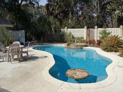 Large, Pool with Eat-In Table and Attached Hot Tub (heat extra)!
