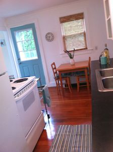Bright, happy Kitchen - cute, clean! New appliances 2010