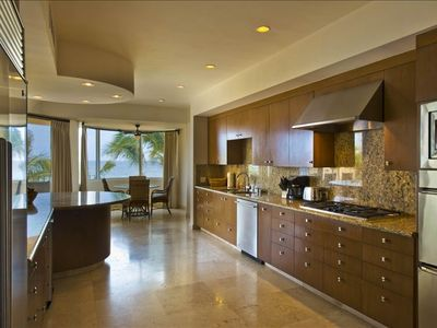 Expansive Kitchen with Breakfast Nook, views, and seating for 10 people