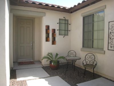 Peoria house rental - front entry of home