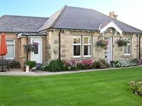 LODGE COTTAGE, pet friendly, with a garden in Elgin, Ref 14427