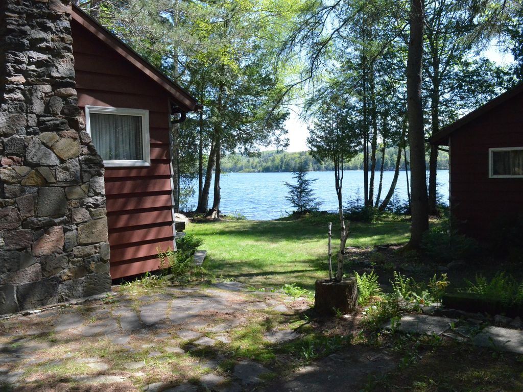 family and pet friendly lakefront cottage