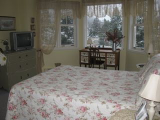 Mont Tremblant townhome photo - 4 bedroom 3rd floor bedroom with walkin closet