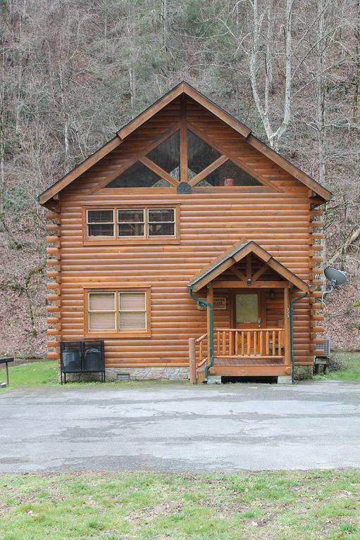 Beautiful creekside cabin nestled in the vrbo for Creekside cabins in pigeon forge tn