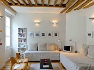 4th Arrondissement Pompidou Le Marais apartment photo - Eames chairs, Tolomeo lights, polished hardwood floors, 1790 beams!