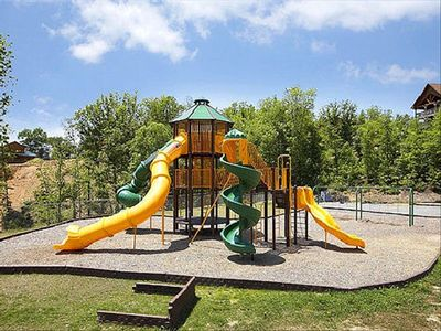 CABIN RESORT PLAYGROUND W/ COVERED PICNIC AREA