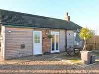 ROE DEER COTTAGE, pet friendly, with hot tub in Lincoln, Ref 8139