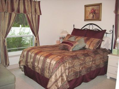 West Guest Bedroom (Queen)
