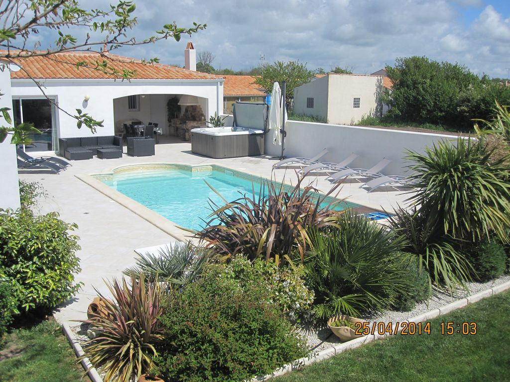 Check for Villa charente maritime avec piscine