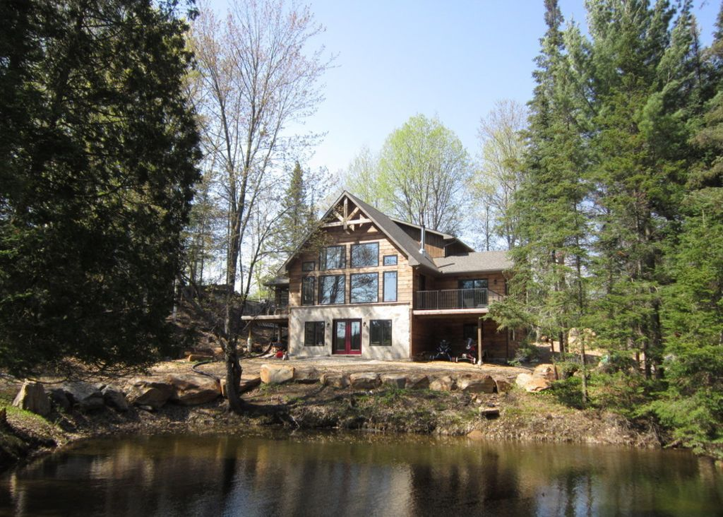 Beautiful family cottage dorset ontario 4 br vacation for Vacation cottage