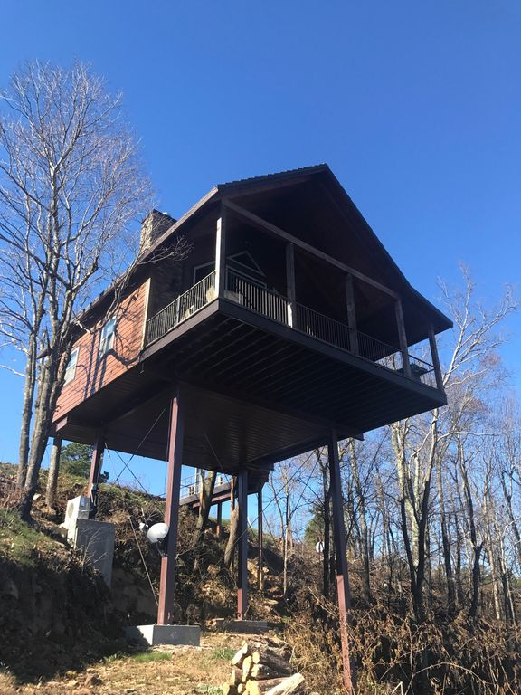 Romantic Getaway! Treehouse Cabin. Perfect Valentines vacation!