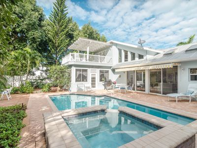 Sunny, Private Pool/Spa Home - Walk to Prime Beach & Shopping!