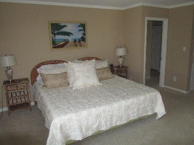 Shipyard villa rental - King Tempur-Pedic mattress with new luxury linens