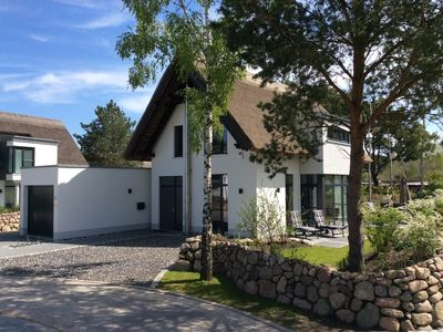 child-friendly 5-star luxury holiday home, 400m to the beach, a spa tub,