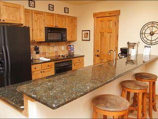 Steamboat Springs condo photo - Modern Kitchen - Granite counters, flat top stove.