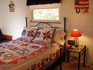 Maggie Valley cabin photo - Americana Room with queen bed plus double size futon (upstairs)