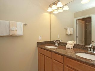 Paradise Palms townhome photo - Upstairs second bathroom (shared by Queen and children's bedrooms)