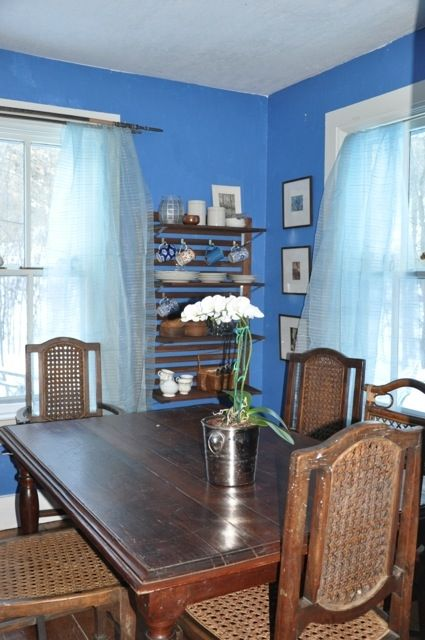 Little blue breakfast room/dining room.
