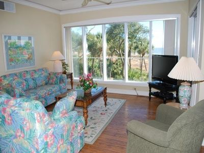 Living Room w/queen sleeper-sofa and oceanfront view