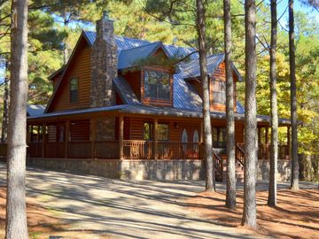 Broken Bow cabin rental - Welcoming circular drive with 3 sided porch provides lots of outdoor seating