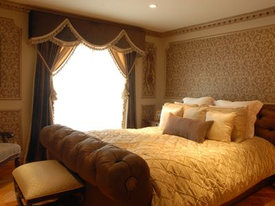 Dreamy Guest Bedroom, Queen bed, private balcony, In-Suite full bathroom.