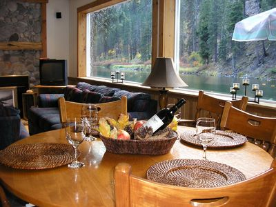 Water Front Home, with Hot Tub.  Spectacular Setting Minutes from Leavenworth