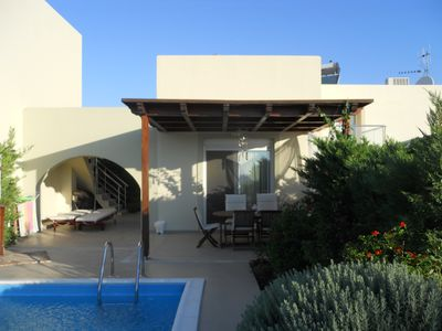 Lovely Villa With  Private Swimming Pool Walking Distance To Haraki Boulevard.