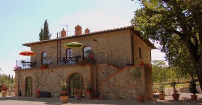 Typical apartment with terrace and pool near San Gimignano