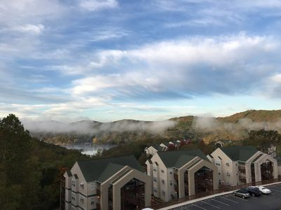 Branson!! Silver Dollar City!! Table Rock View and Access!! Free Netflix & WiFi!