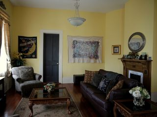 New Orleans apartment photo - Living room