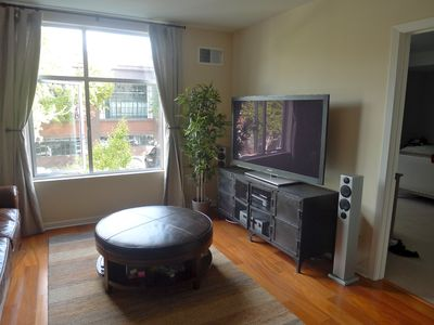 San Francisco condo rental - Big TV! Includes cable, Netflix, Hulu, Blu-Ray player and selection of DVDs