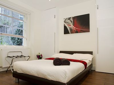 2 Bedroom Flat, 3min to Tube & 10min Tube to City