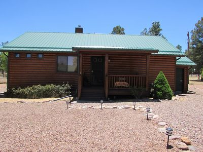 Cozy bear cabin in bison ranch near vrbo for Az cabin rentals with hot tub