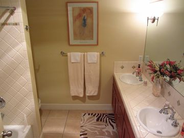 Full Bathroom for Guest Bdrms 1 & 2 w/ Tub/Shower