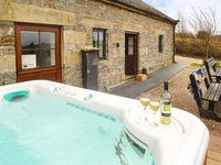 VALLEY VIEW BARN, pet friendly in Bradbourne Mill, Ref 11810