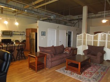 Mobile condo rental - Living room/dining combination