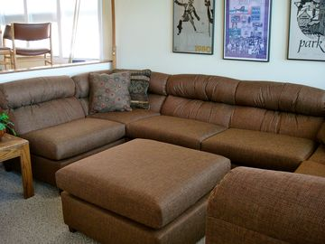 Payday condo rental - Sunken Family Room with Newly Upholstered Furniture, New Carpet, Lake Views