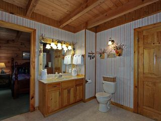 Pigeon Forge cabin photo - Master Bathroom