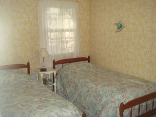 Pocono Summit house photo - Two twin beds