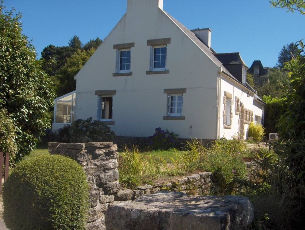 Locronan holiday house nice house with garden and indoor for Tours of nice houses