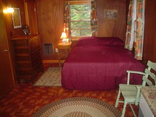 Lake Winnisquam cottage photo - Oversize Master Bedroom with Queen and 1/2 bath