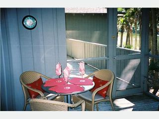 Kiawah Island cottage photo - Screen Porch Dining Area